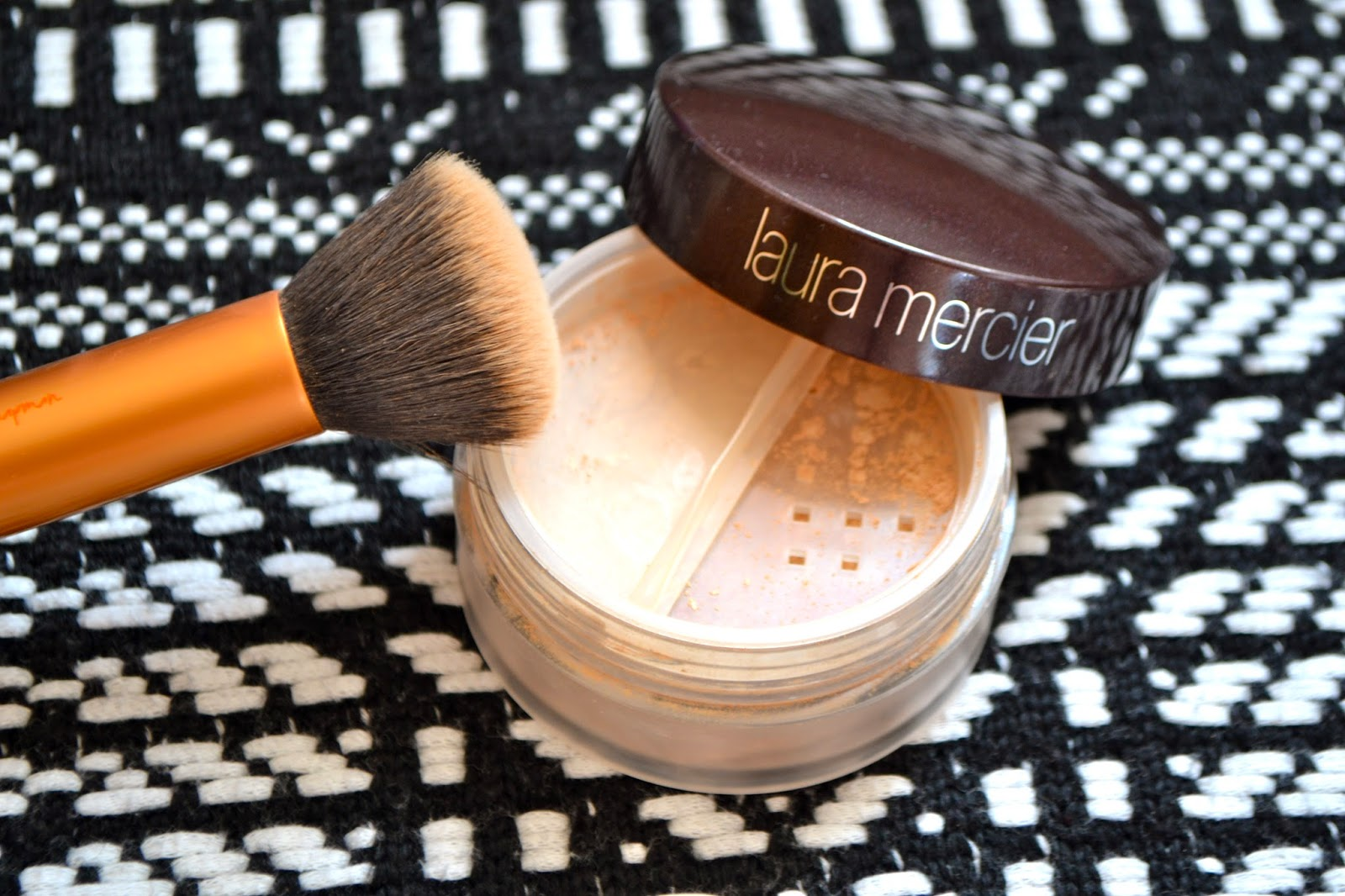 Laura Mercier Mineral Powder Foundation