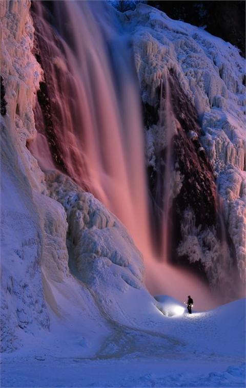 Kanada - Page 4 Frozen+Montmorency+Falls%252C+Quebec%252C+Canada.