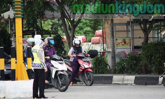 Polwan+berjilbab Foto: Polisi Wanita (Polwan) Berjilbab di Banda Aceh