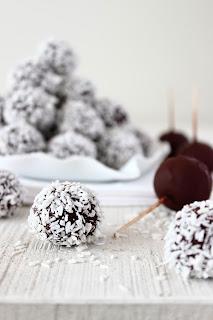 Chocolade-kersentruffels met kokos