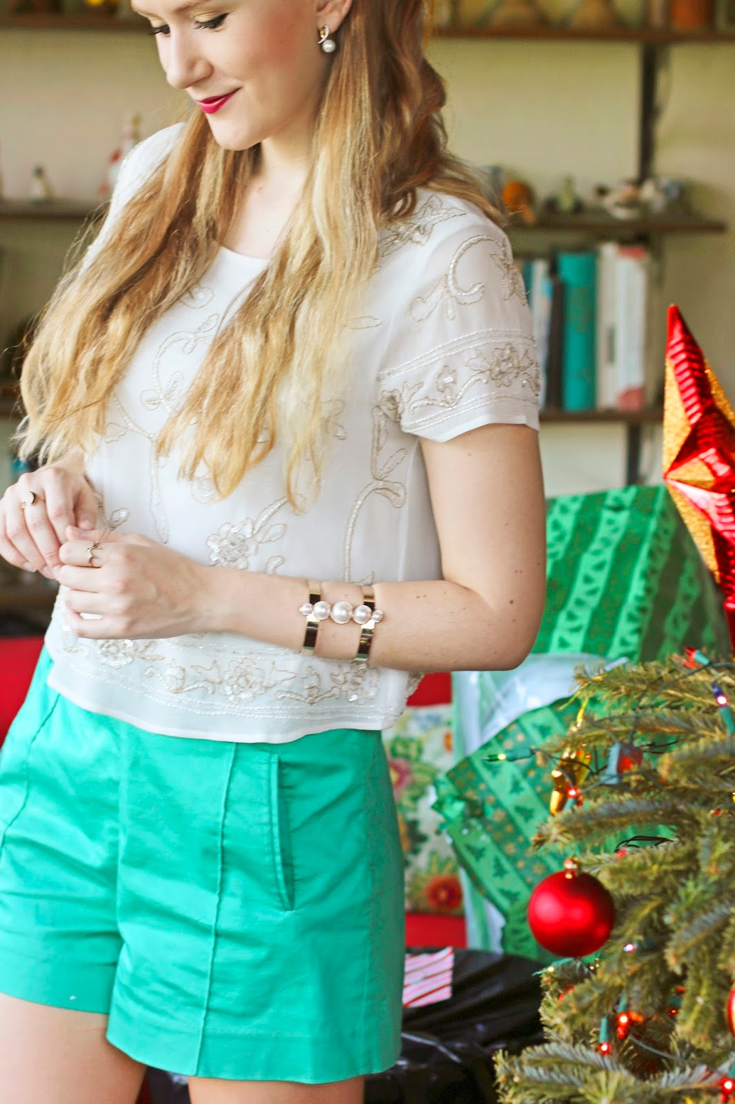 Simple Christmas outfit in green and white