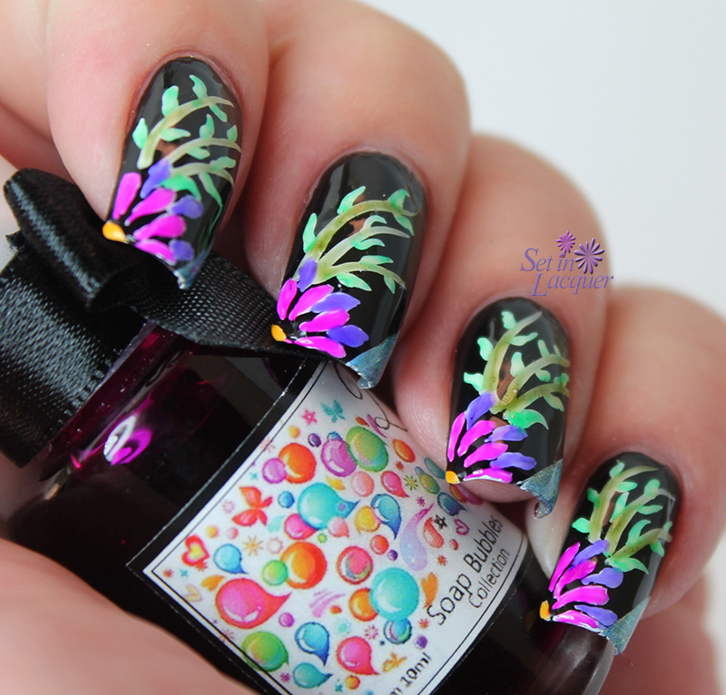 Esmaltes da Kelly Soap Bubbles - floral nail art