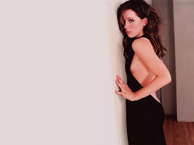 Kate Beckinsale showing side cleavages