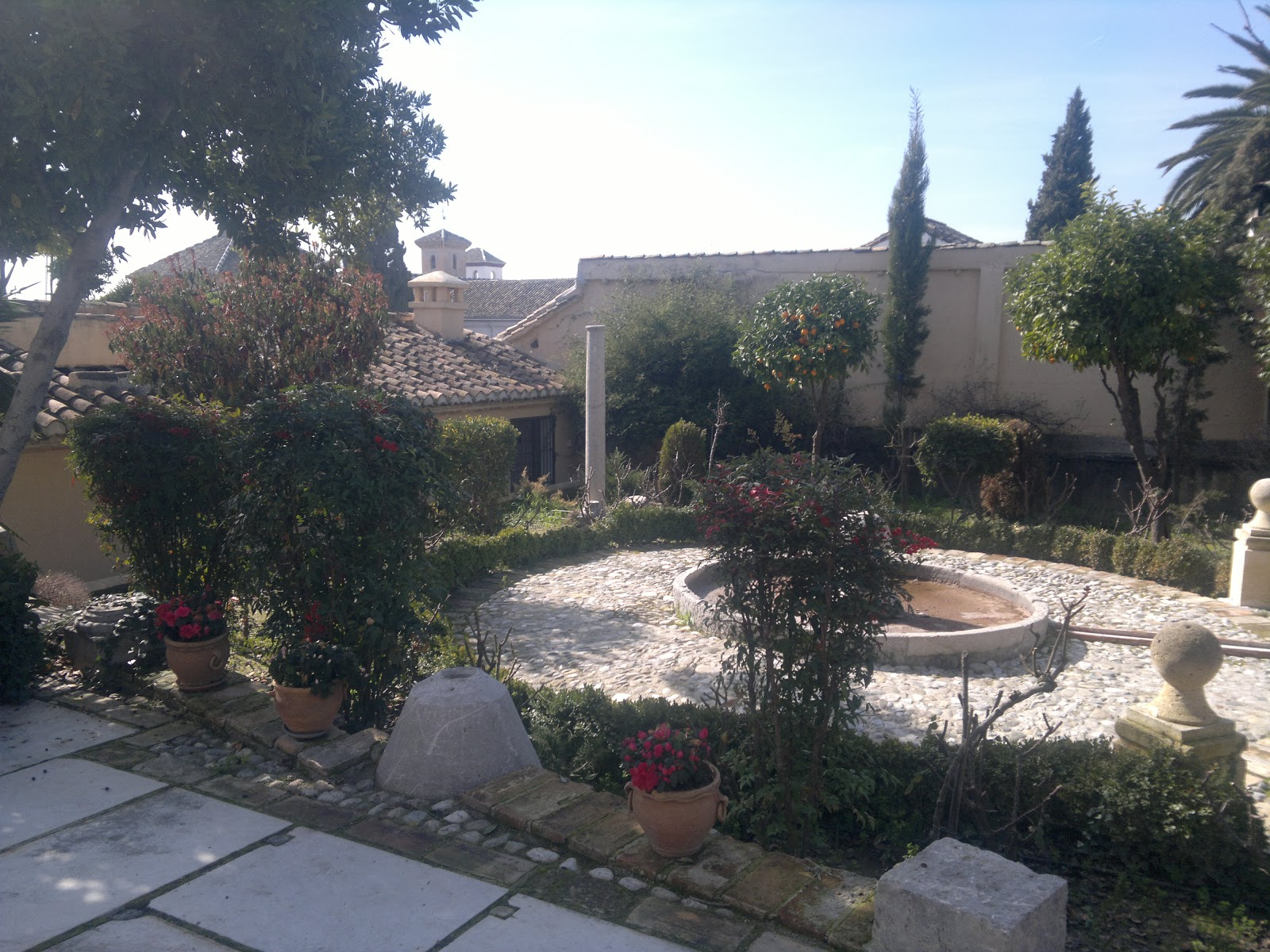 Granada grey y yo el aljibe del rey jard n reutilizado for El jardin del deseo pendientes
