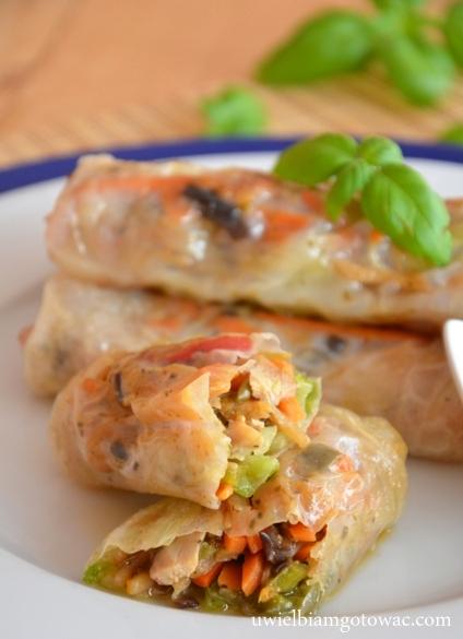 Sajgonki z warzywami i kurczakiem
