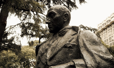 Plaza Lavalle - Florencio Parravicini, autor: José Fioravanti
