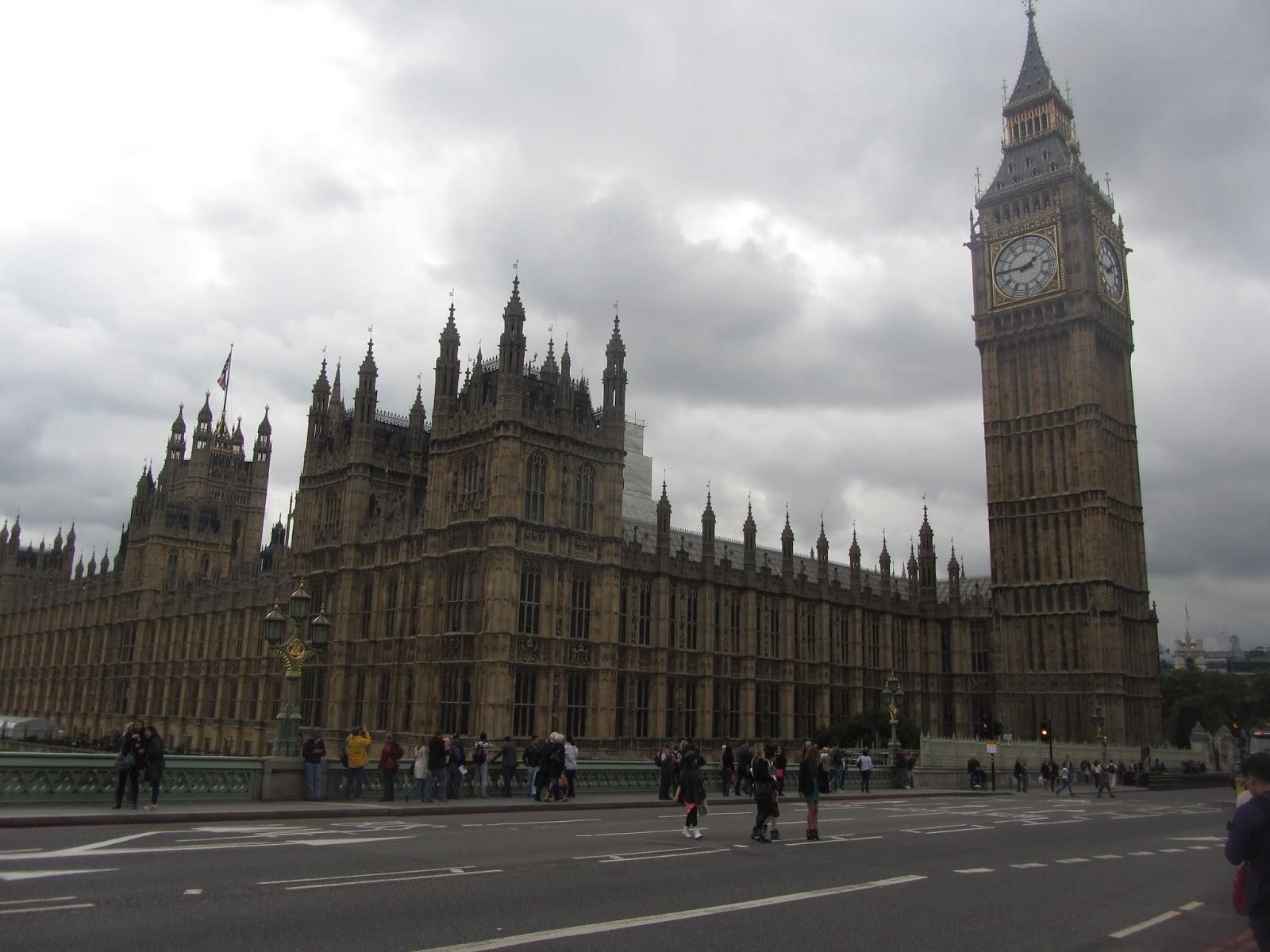 La Torre del Reloj, Big Ben (Londres, Inglaterra) situado en el Palacio de Westminster y es el reloj de cuatro caras más grande del mundo.