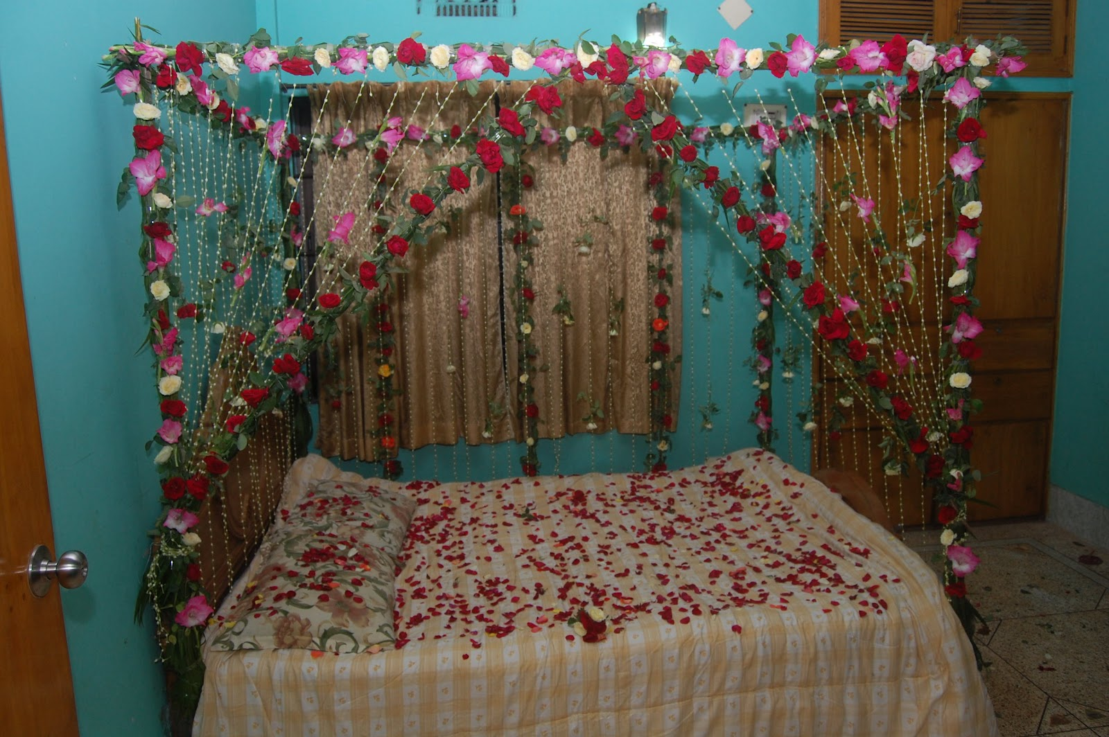 Wedding room decoration wedding snaps for Suhagrat bed decoration design