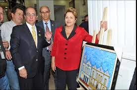A primeira Dama do nosso pais Dilma rousseff na exposiçao naif retratando são paulo