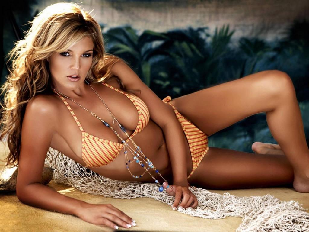 http://1.bp.blogspot.com/-tXCIxb2h-iE/TnYtcfnnPxI/AAAAAAAAAS8/Clm8vlsD_90/s1600/Danielle+Lloyd+yellow+bikini.jpg