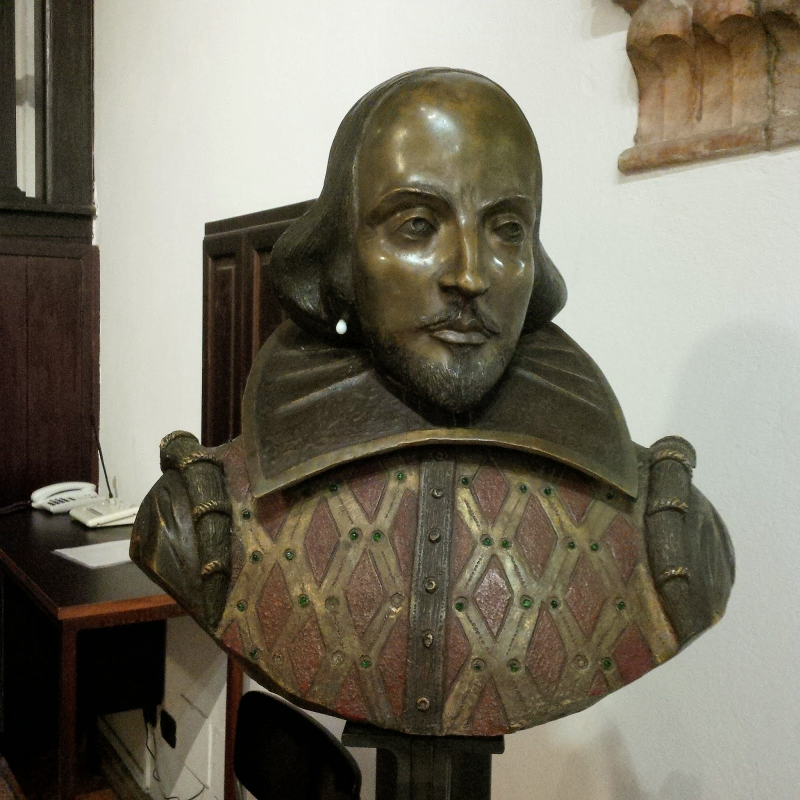 Shakespeare's bust in Juliet's House in Verona