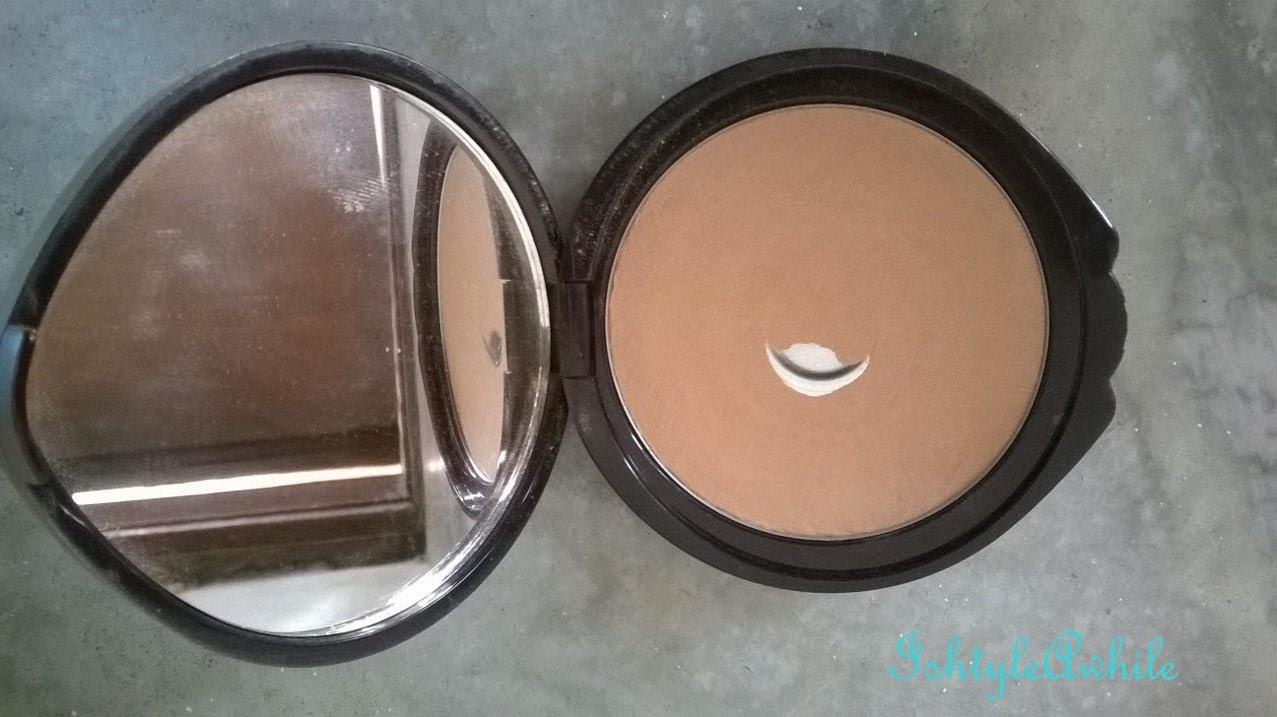 REVIEW: Deborah Milano Compact Powder in 02 image