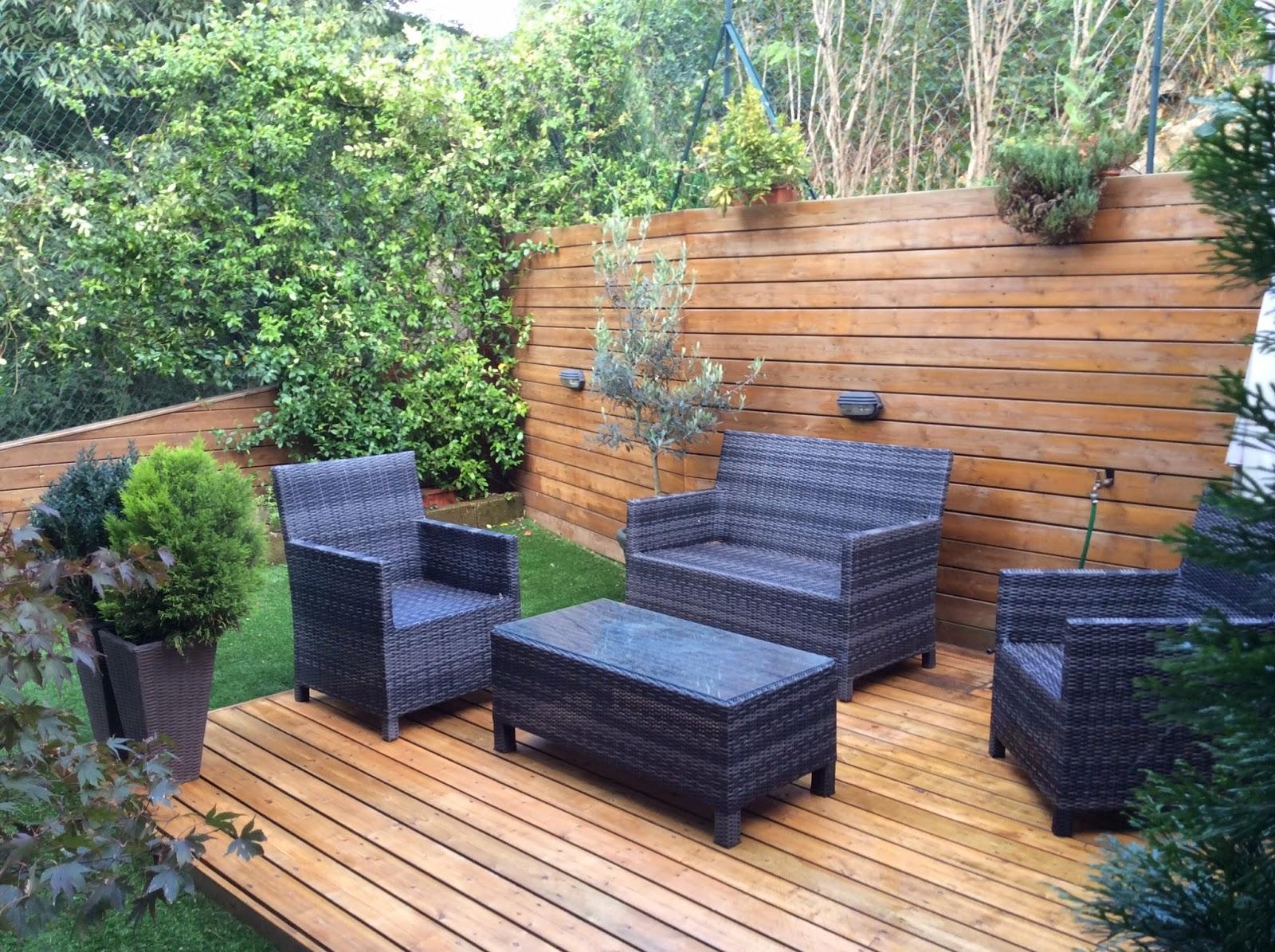 Bellissimo appartamento a lizzanella giardino con pedana in legno e rivestimento a parete - Recinzione terrazzo ...