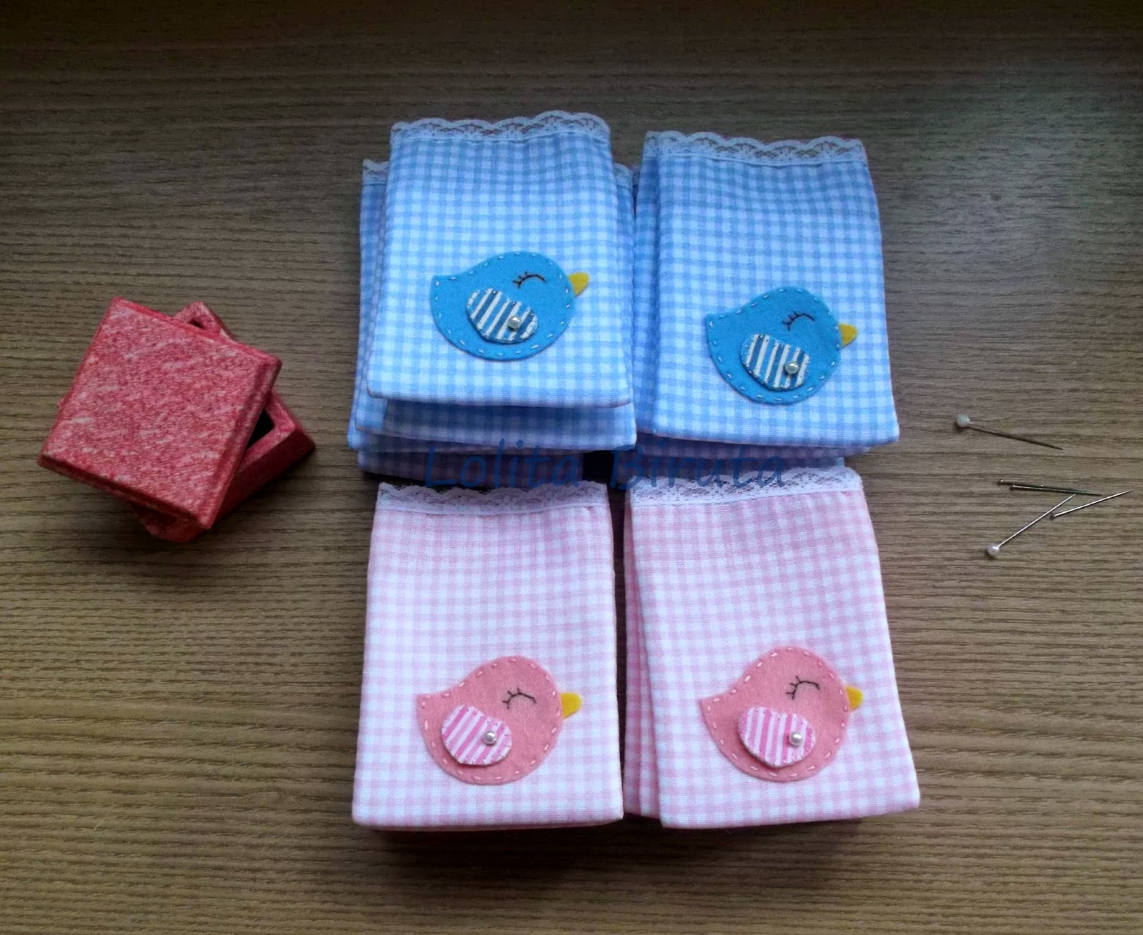 Saquinhos de algodão estampado com aplicação de passarinho para sachês