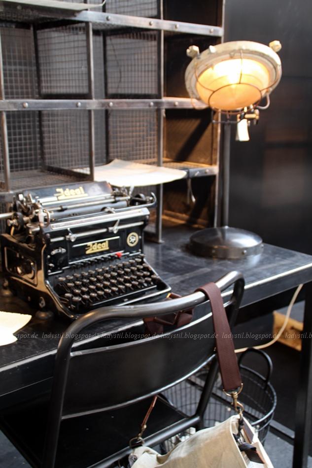 Bodilson Industrielook alte Schreibmaschine Schwarz auf der Messe Woonbeurs 2015