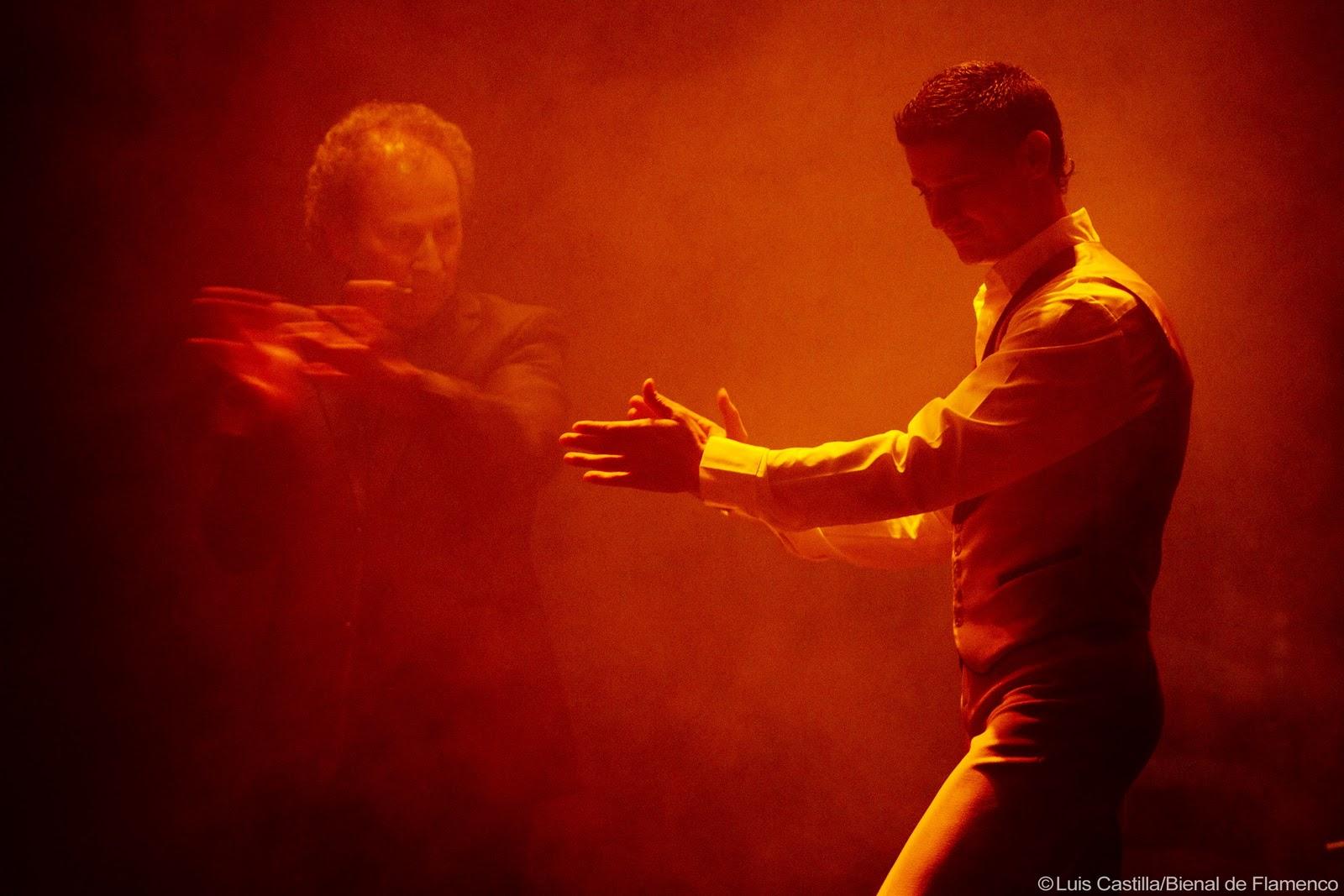 http://1.bp.blogspot.com/-tXiODL4jKis/Tg0pro-TmcI/AAAAAAAACN0/9JWbbZB3f_o/s1600/manos+flamencas.jpg