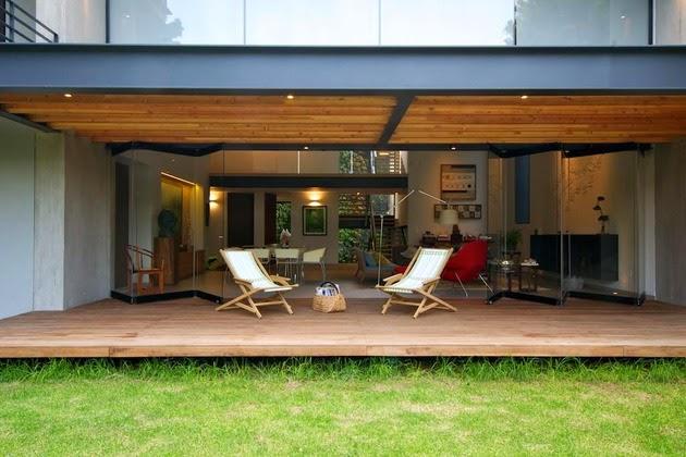 ini mempunyai segala kebutuhan keluarga yang unik mulai dari dingklik gantung Rumah Keluarga Minimalis Modern Alami