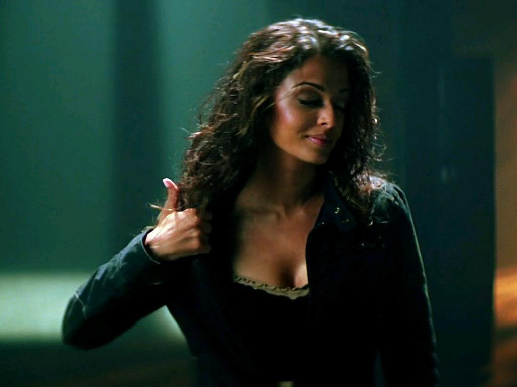 http://1.bp.blogspot.com/-tXqrNONSsn0/TZbIPZvFsPI/AAAAAAAAIEg/_IIamo2uG6Q/s1600/aishwarya+rai+hot+sexy+stills+from+movie+dhoom+%25281%2529.jpg