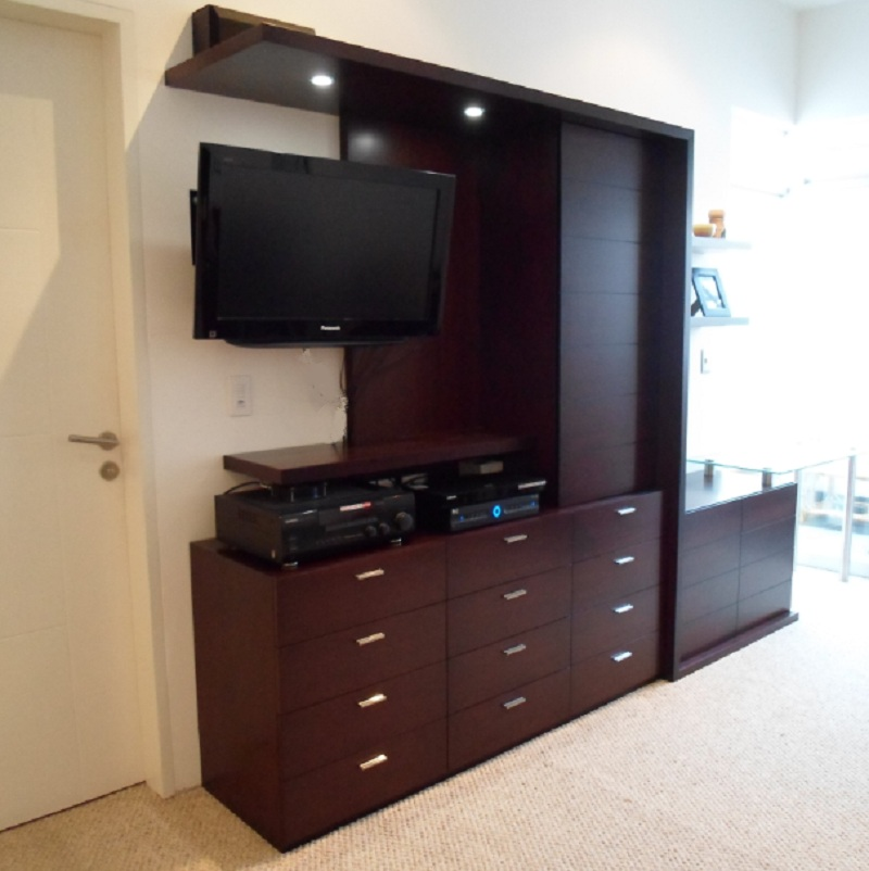 Dak dise o de interiores for Closet con espacio para tv