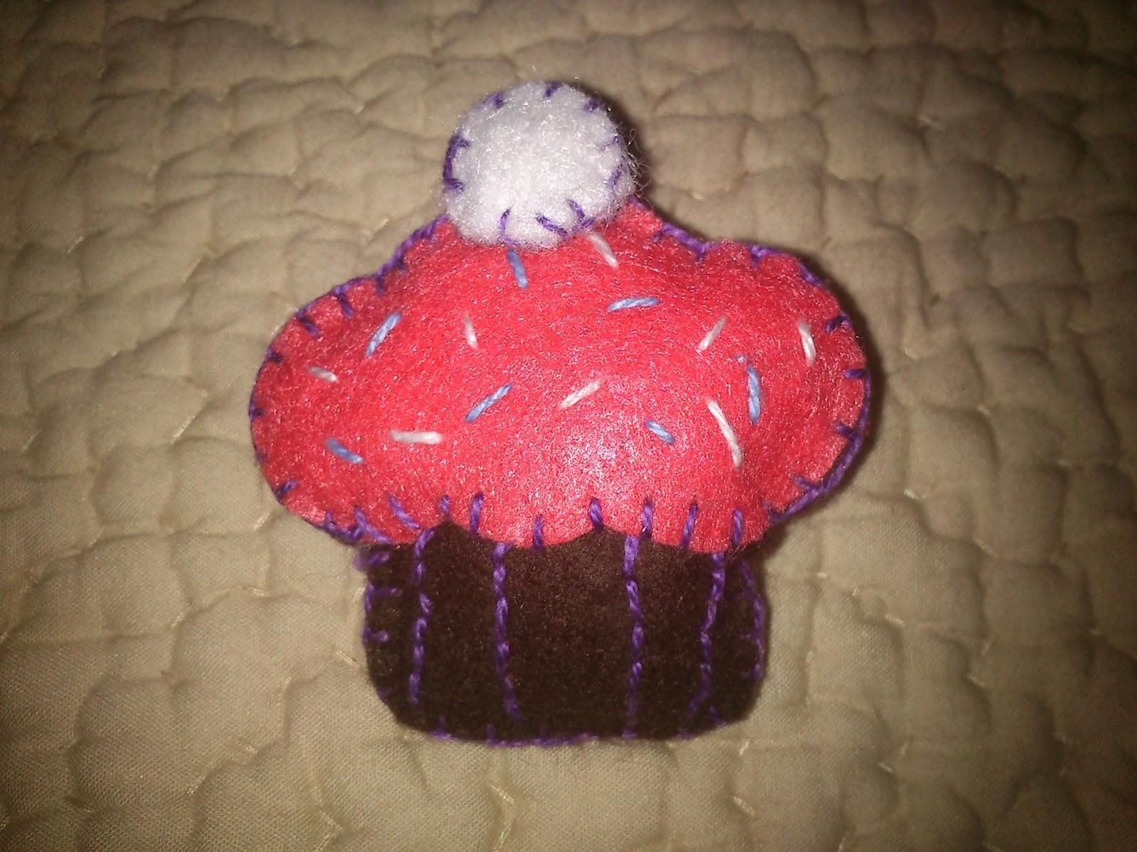 Broche en fieltro cupcake
