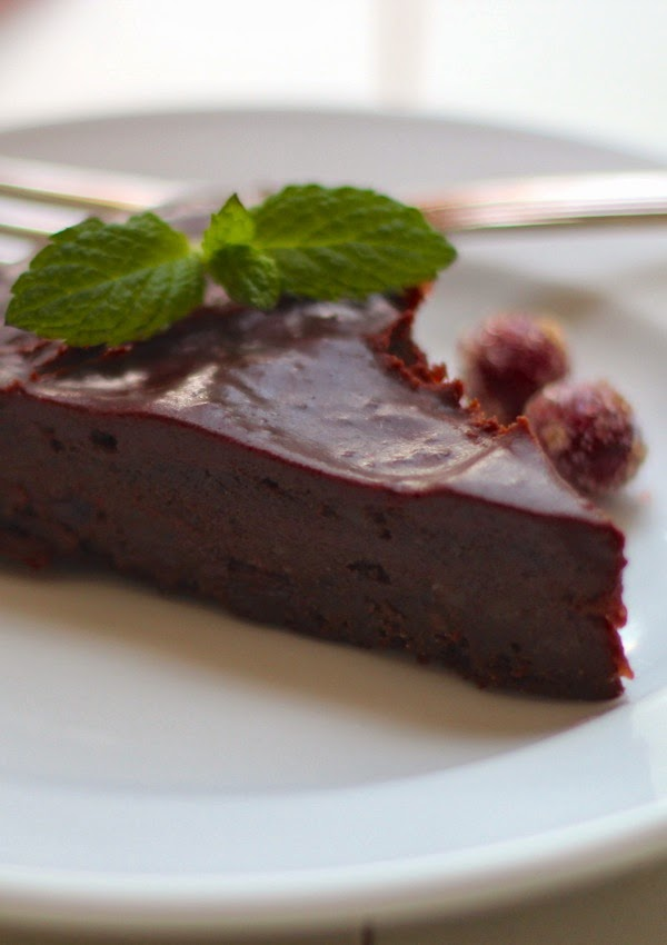 chocolate cranberry fudge cake with chocolate cranberry ganache | a ...