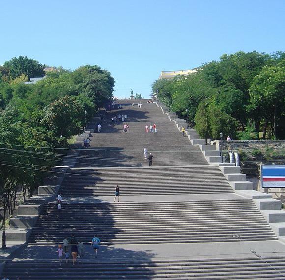 http://1.bp.blogspot.com/-tY97WJfaC9Q/UdLLvcPEo5I/AAAAAAAAQmA/UXVYUJntmO0/s580/Potemkin_stairs,_Odessa+(1).jpg