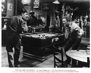 Jack Burns fighting Lonely are the Brave Kirk Douglas 1962 movieloverreviews.blogspot.com