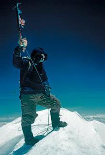 Tenzing Norgay en la cumbre del Everest. 29 de mayo de 1953