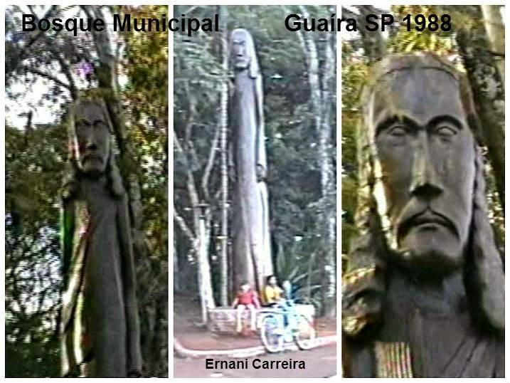 Escultura Imagem de Jesus Cristo entalhada em madeira