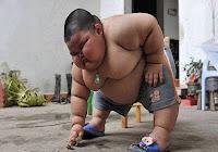 Criança de 3 anos pesa quase 60kg