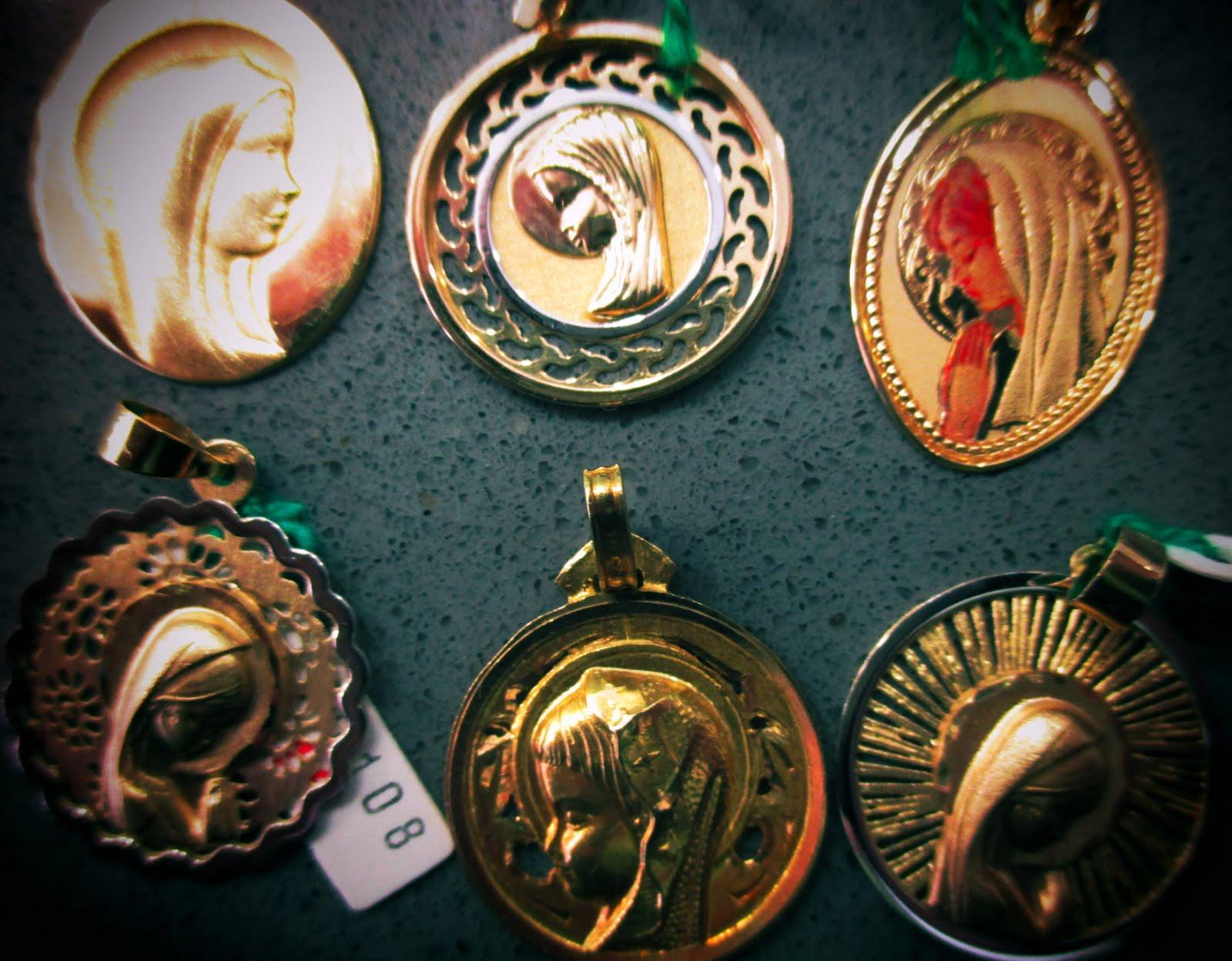 Medallas Comunión. Virgen Niña