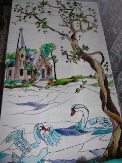 Витраж замок и лебеди