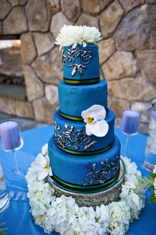 A Wedding Addict Dark Blue And White Wedding Cake Sweety