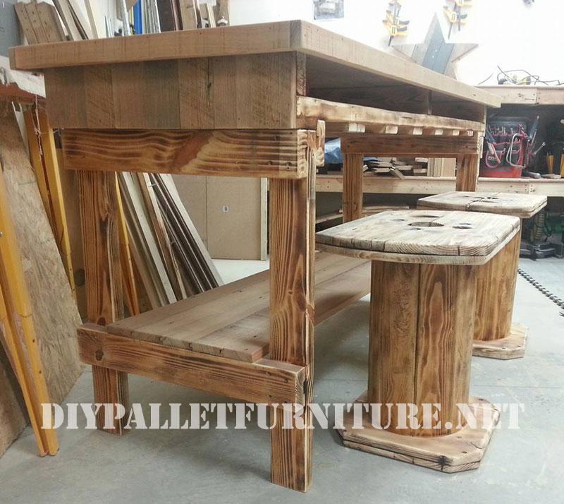 Mesa y taburetes con madera recuperada - Mesas hechas con palets de madera ...
