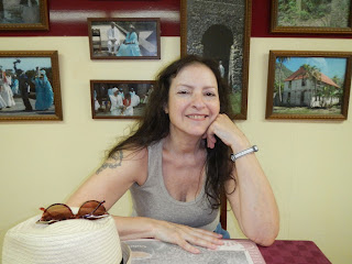 Santiago de Cuba Kat in Cafe Ven