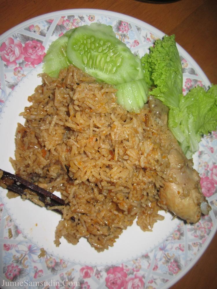 http://maznahn9.blogspot.com/2012/06/resepi-nasi-arab.html