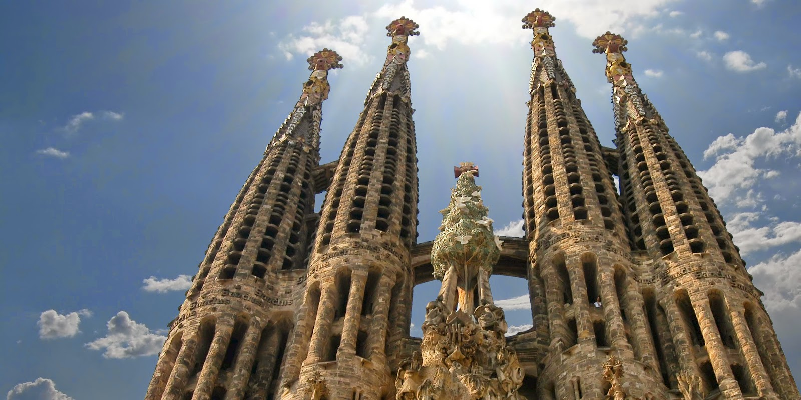 Was First Started By Architect Francisco De Paula Who Had Originally Envisioned A Neogothic Building However When The Famous Spanish Gaudi