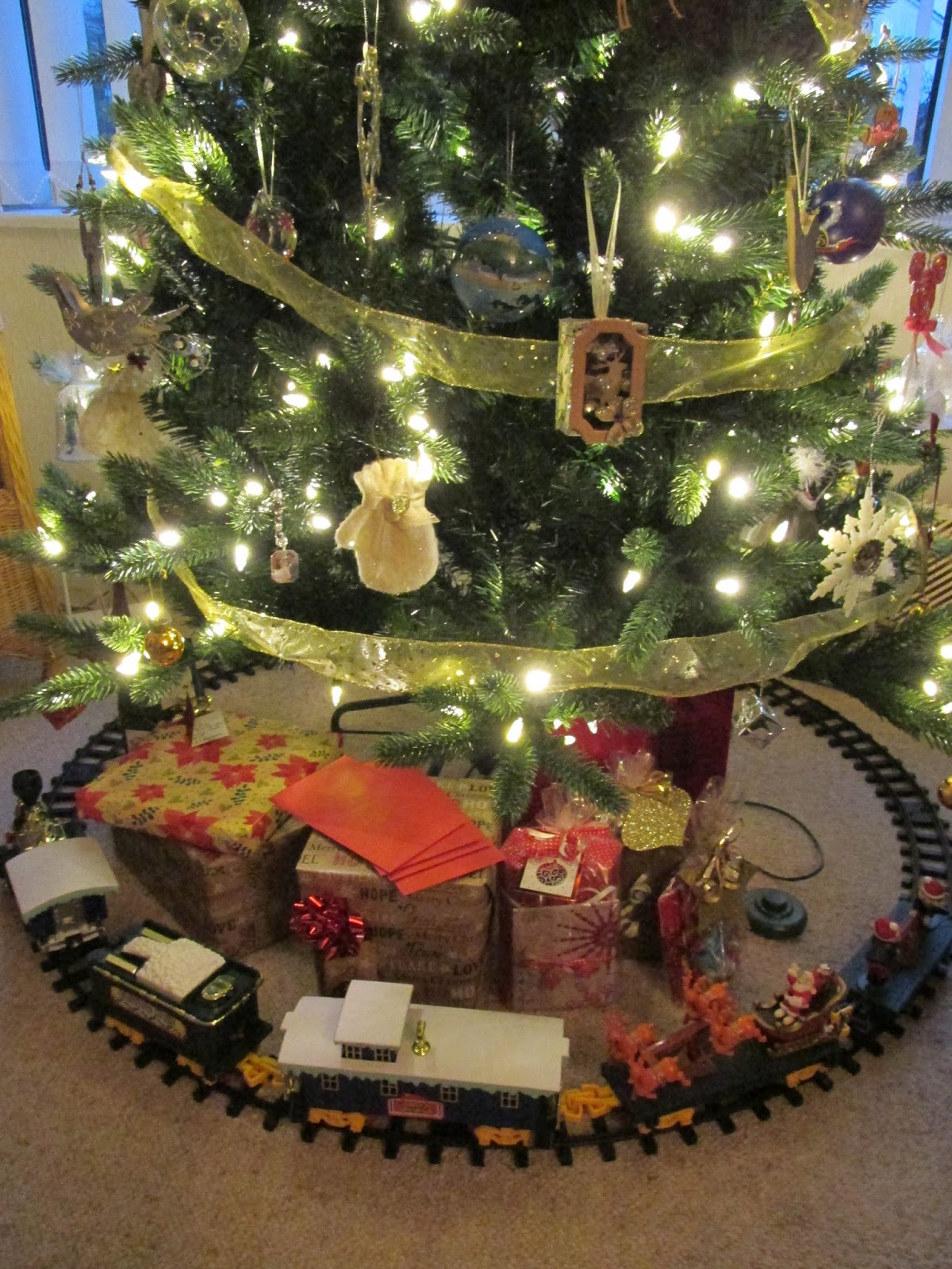 now i have to say my pictures definitely dont do it justice so please watch my video below as the train travels round the track playing christmas carols - Around The Christmas Tree Train Set