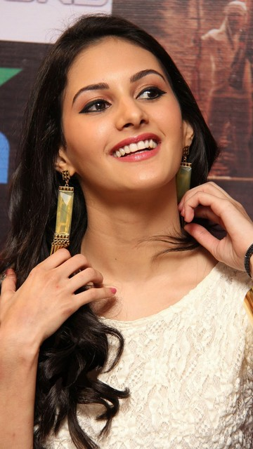 Amyra Dastur Latest Hot Wallpapers