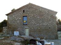 La façana de llevant de Mont-ros, molt rehabilitada
