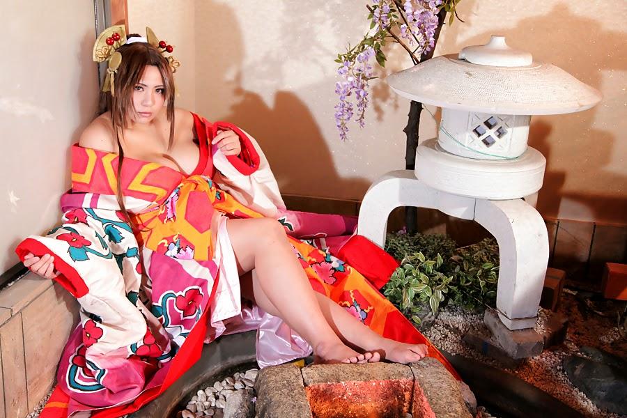 jeune femme asiatique en kimono assise