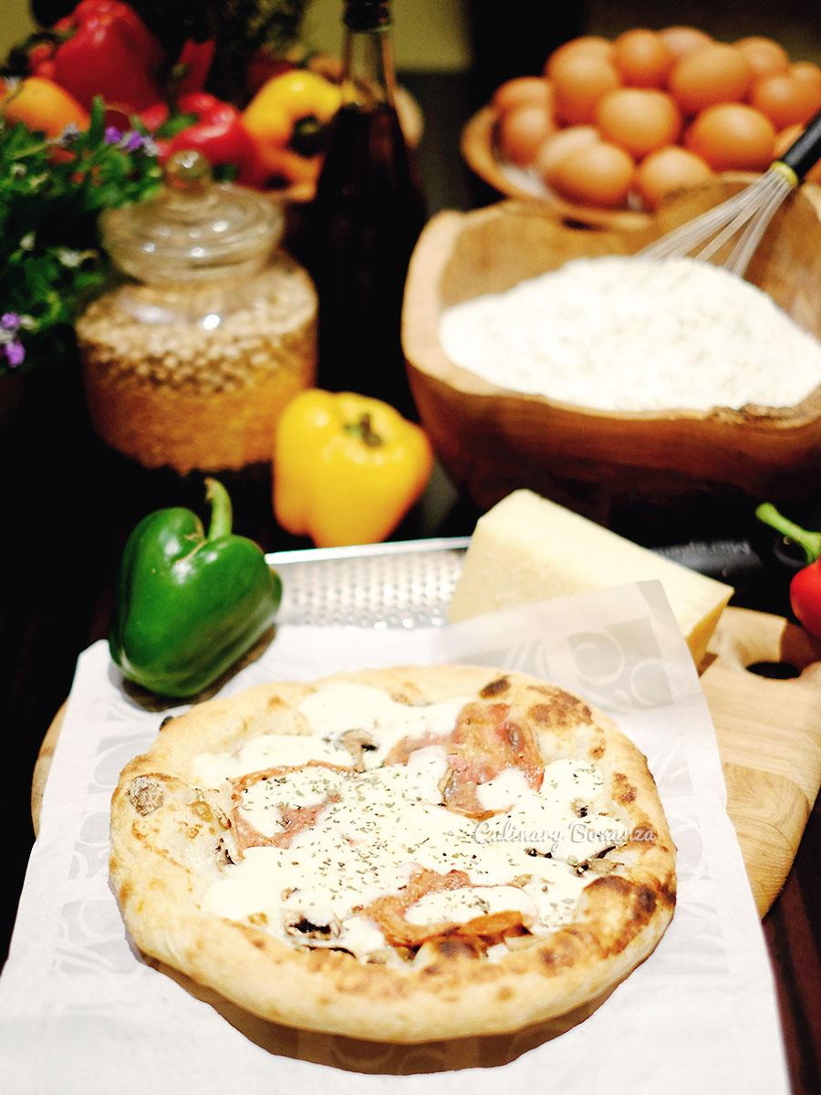 Pizza from Sapori Deli at Fairmont Jakarta (www.culinarybonanza.com)