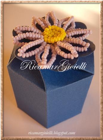 Confezioni regalo o bomboniere con i fiori di perline