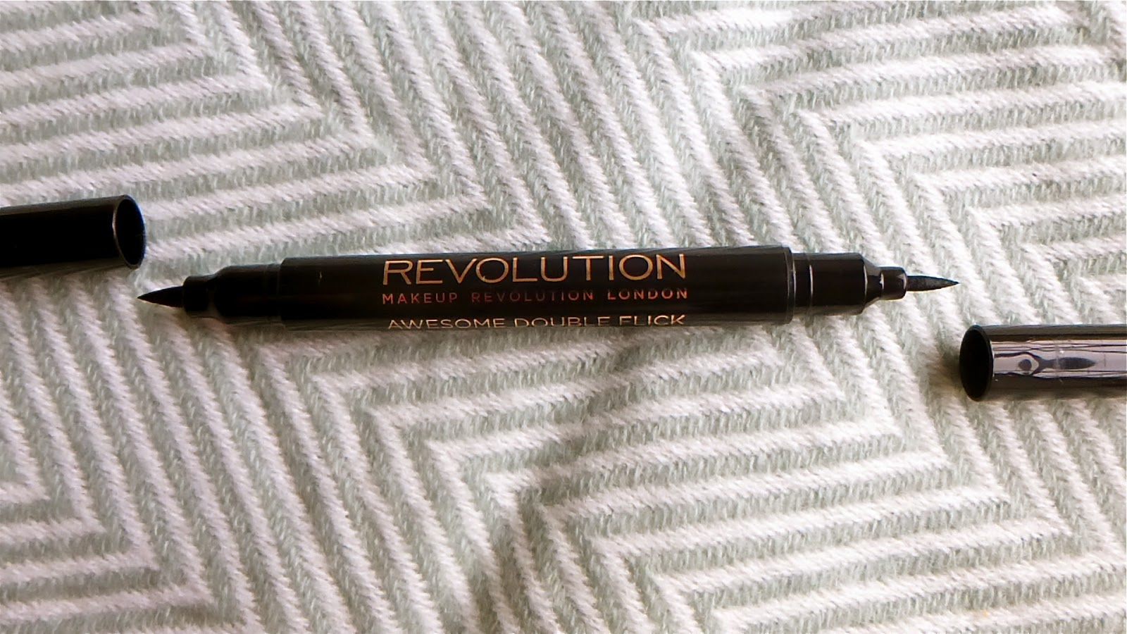 Makeup Revolution Awesome Double Flick Eyeliner