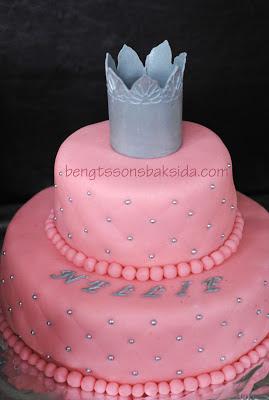 http://www.bengtssonsbaksida.com/2012/11/doptarta-med-prinsesskrona.html