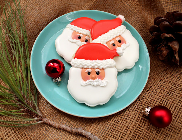 Santa Bell Cookies from Sugarbelle on @KatrinasKitchen