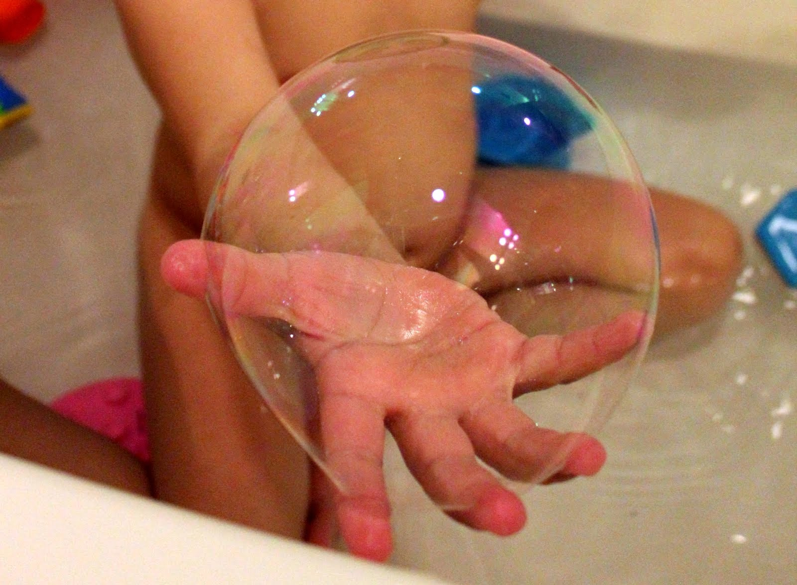 Как сделать мыльные пузыри в домашних условиях для ребенка