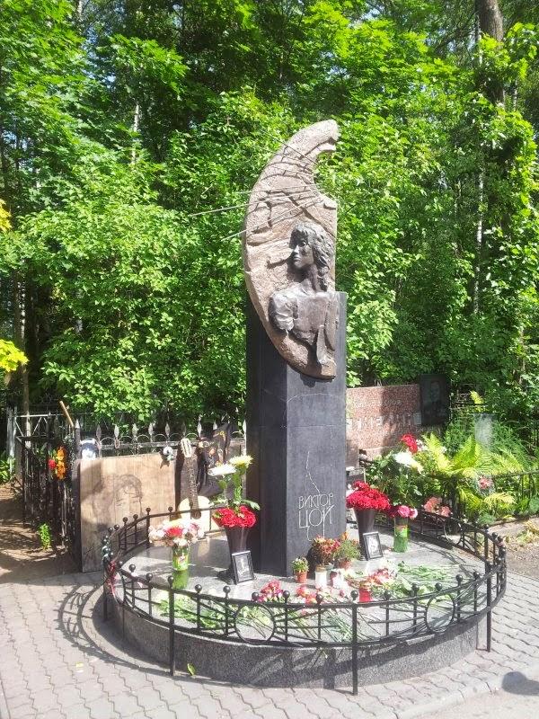 Надгробие для могил в спб Мемориальный одиночный комплекс из двух видов гранитов Новокузнецк