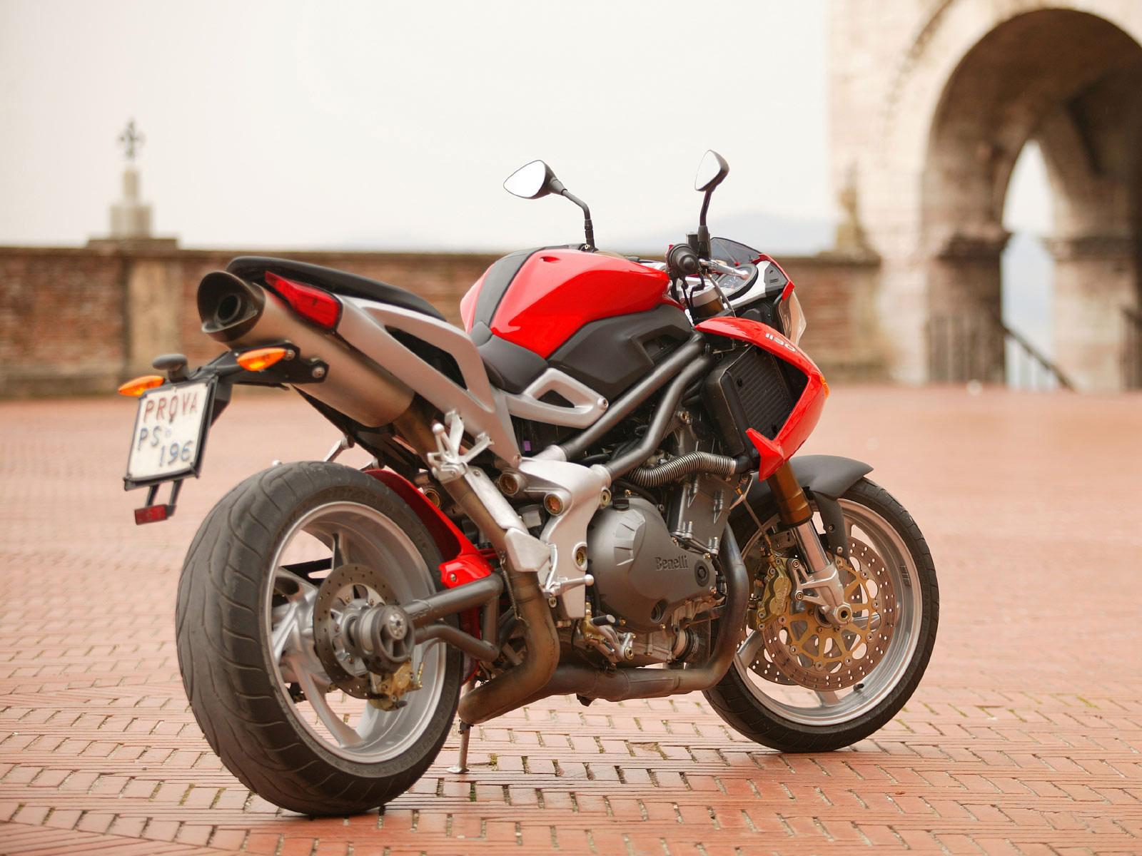 http://1.bp.blogspot.com/-taVK66ojtw0/Tr29KEwV94I/AAAAAAAADyY/T3oNzVYreJ0/s1600/2005_Benelli-TNT-1130_motorcycle-desktop-wallpaper_18.jpg