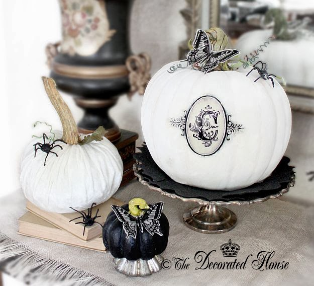 The decorated house halloween decor pumpkins for Yes decoration